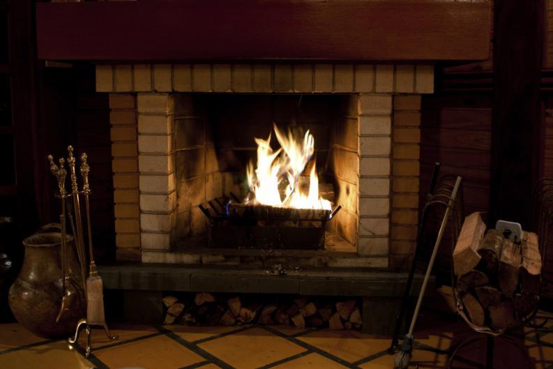 Venta de chimeneas y calderas online energy biomasa - Como funciona una chimenea de lena ...
